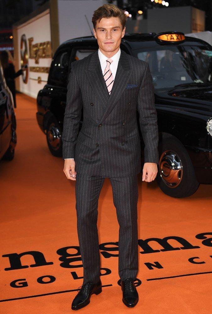 Outfit elegante con abito gessato doppiopetto Oliver Cheshire - Outfit Uomo Business Elegante e Casual