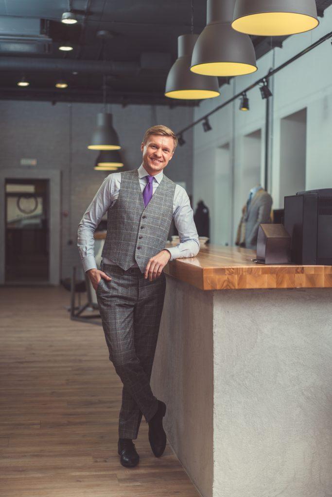 Outfit uomo elegante 683x1024 - Outfit Uomo Business Elegante e Casual