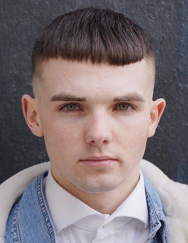Taglio capelli corti ragazzo 2019 con frangetta Taglio capelli corti ragazzo 2019 con frangetta - Moda Tagli Capelli Uomo 2019