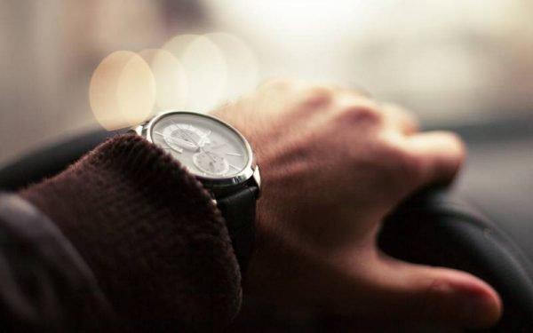 Orologio da uomo anni 60 600x375 - 6 orologi automatici da polso per l'uomo dallo stile anni 60