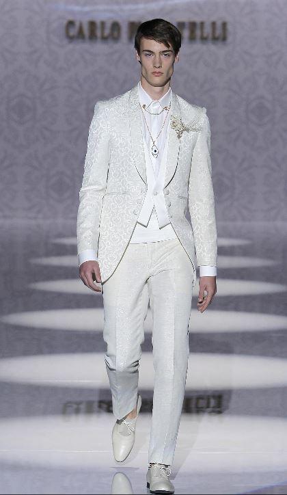 Abito da sposo bianco con giacca damascata Carlo Pignatelli 2020 - Abiti da Sposo 2020 Carlo Pignatelli