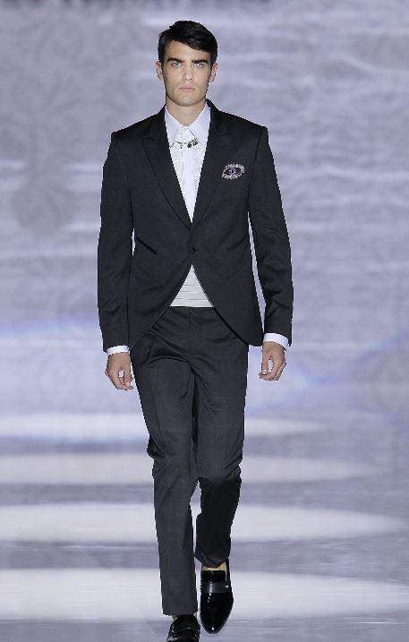 Abito da sposo classico nero con camicia bianca Carlo Pignatelli 2020 - Abiti da Sposo 2020 Carlo Pignatelli