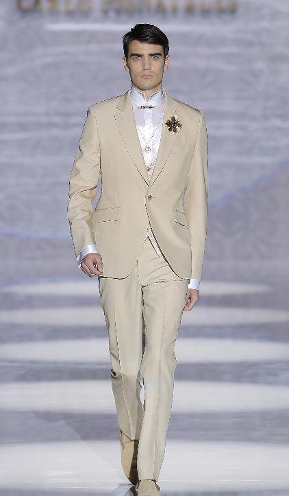 Abito da sposo con giacca monopetto color sabbia Carlo Pignatelli 2020 - Abiti da Sposo 2020 Carlo Pignatelli