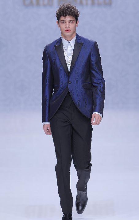 Abito da sposo spezzato con giacca blu damascata sfilata Carlo Pignatelli - Abiti da Sposo 2020 Carlo Pignatelli