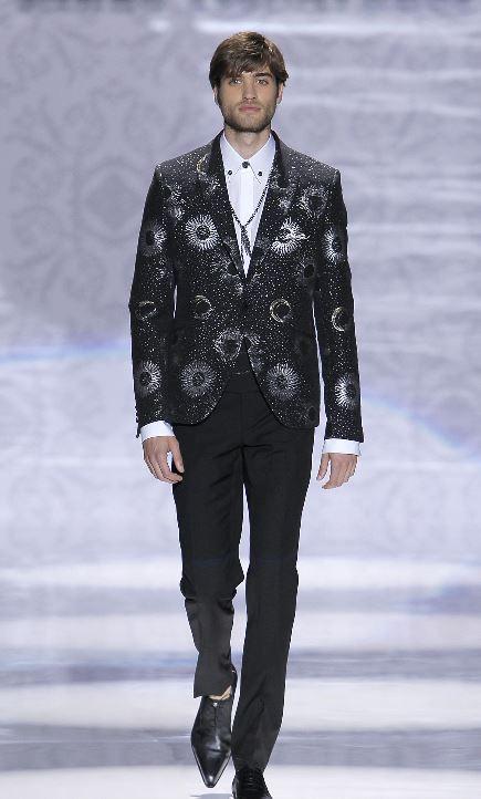 Vestito da sposo nero con giacca decorata Carlo Pignatelli 2020 - Abiti da Sposo 2020 Carlo Pignatelli