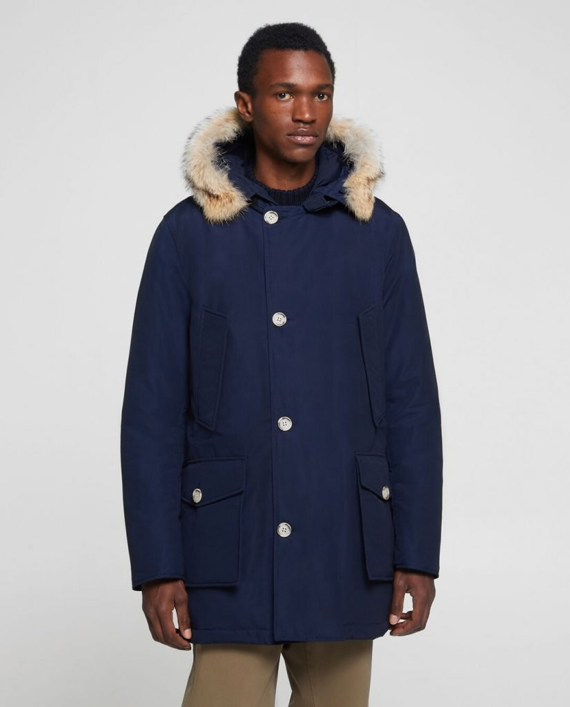 Arctic Parka Df Woolrich inverno 2019 2020 prezzo 730 euro colore melton blue 826x1024 - Parka Woolrich Uomo Inverno 2019 2020