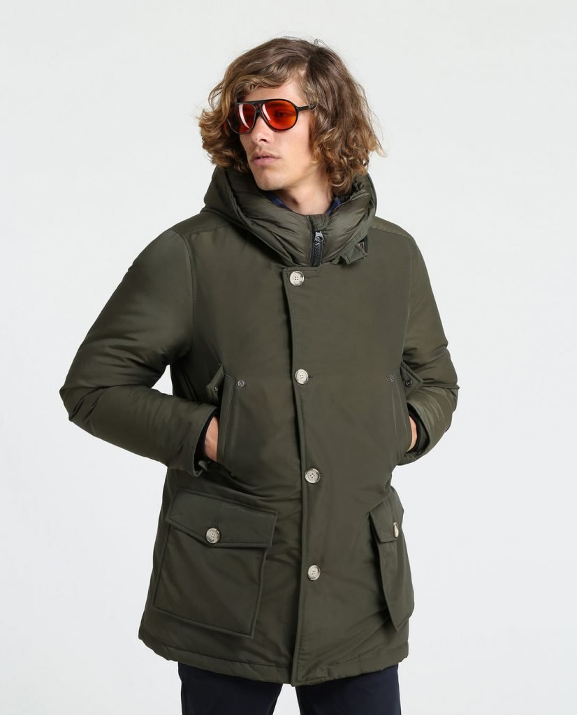 Arctic Parka Woolrich Uomo inverno 2020 colore Dark Green prezzo 680 euro 826x1024 - Parka Woolrich Uomo Inverno 2019 2020