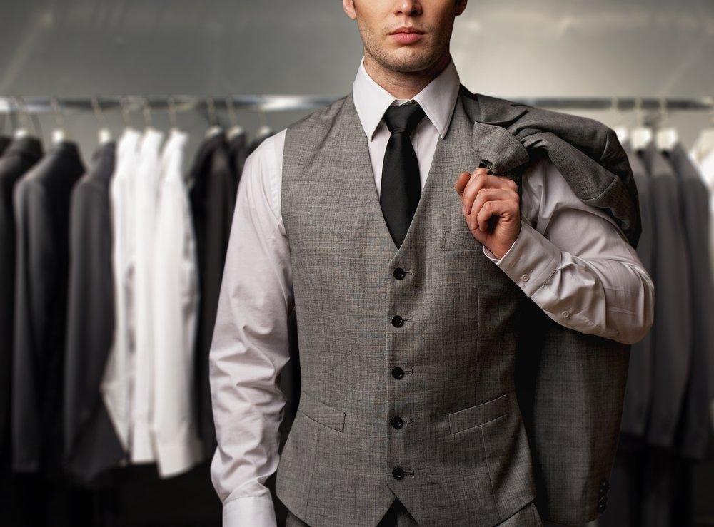 Abbigliamento Uomo - Vuoi rinnovare il guardaroba? Ecco come vendere i vecchi abiti griffati che non vuoi più indossare