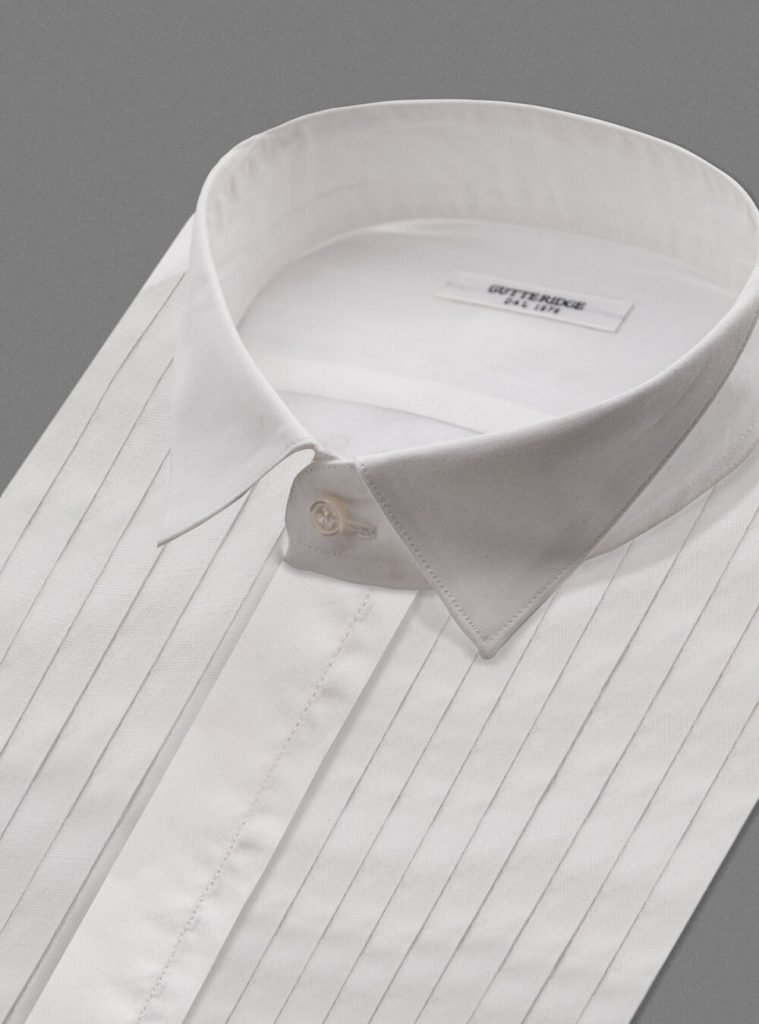 Camicia bianca elegante da smoking Gutteridge 759x1024 - Abito Smoking da Uomo per Capodanno 2020
