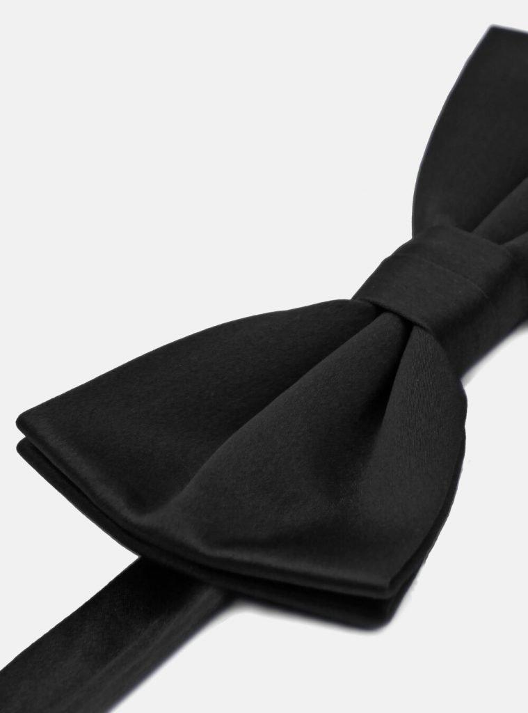 Papillon in seta per abito maschile elegante smoking 759x1024 - Abito Smoking da Uomo per Capodanno 2020
