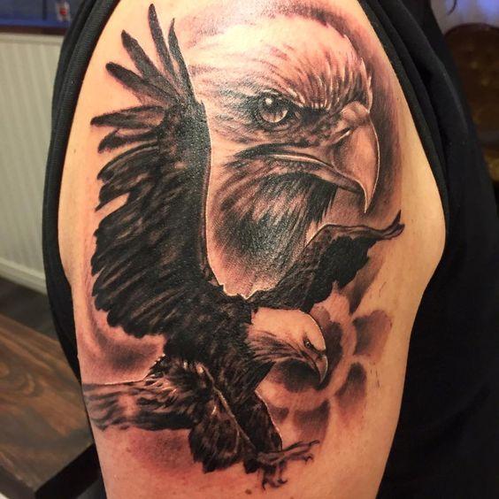 Idea tatuaggio maschile sulla spalla - Tatuaggio Maschile Aquila: Significato e Immagini