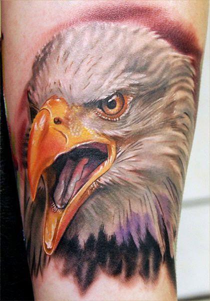 Tatuaggio colorato Testa di Aquila - Tatuaggio Maschile Aquila: Significato e Immagini