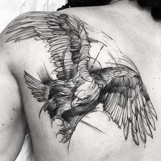 Tatuaggio maschile Aquila reale sulla spalla - Tatuaggio Maschile Aquila: Significato e Immagini
