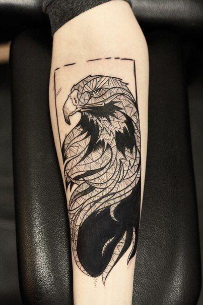 Tatuaggio maschile sul braccio - Tatuaggio Maschile Aquila: Significato e Immagini