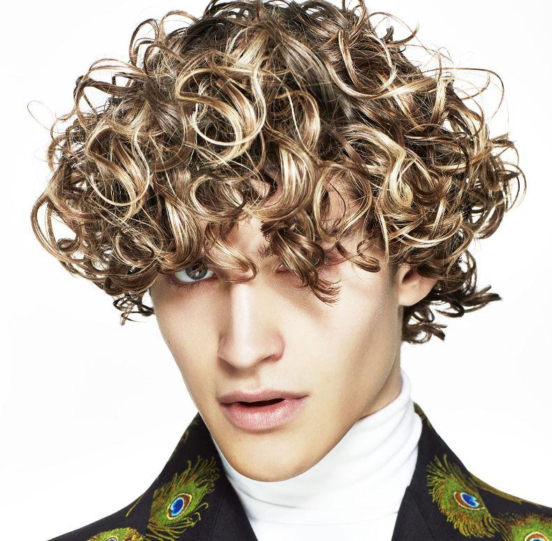 Taglio capelli ricci uomo media lunghezza 2020 - Tagli Capelli Uomo Moda 2020