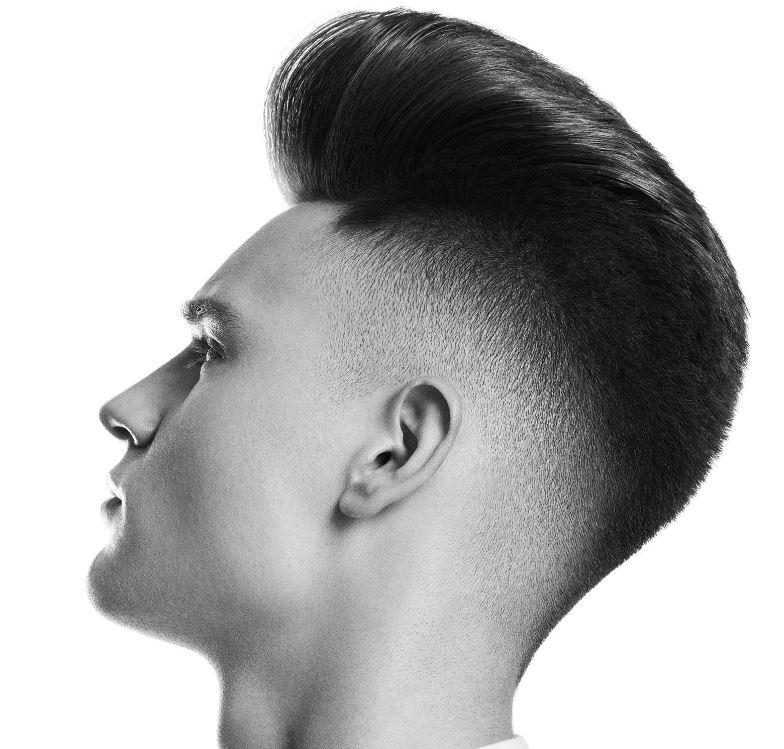 Taglio capelli uomo rasati ai lati e lunghi sopra 2020 - Tagli Capelli Uomo Moda 2020