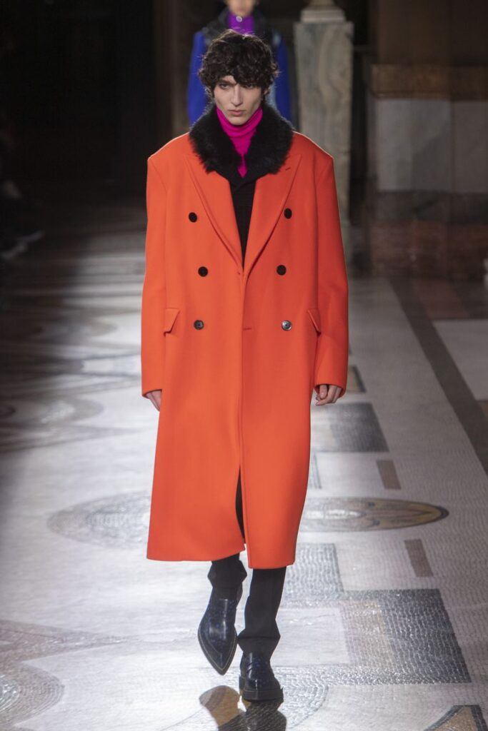 Cappotti colori accesi moda maschile 683x1024 - Moda Uomo Inverno 2020 2021: Tendenze Abbigliamento