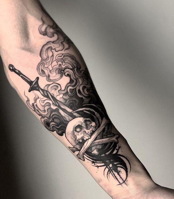 Immagine Tatuaggio da Uomo Pugnale con Teschio - Tatuaggio Uomo Pugnale: Immagini e Significato